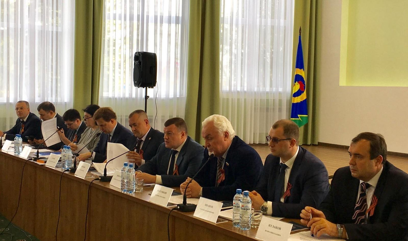 Александр Никитин обсудил с руководителями муниципалитетов вопросы социально-экономического развития области