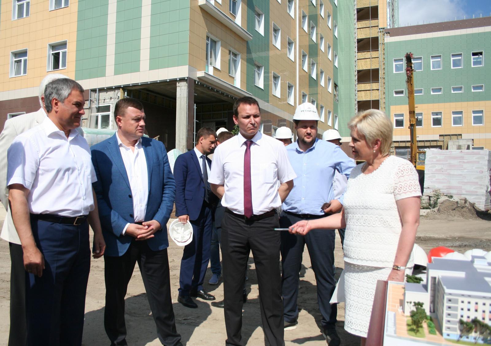Спикер Государственной Думы Вячеслав Володин в Тамбове посетил строящийся перинатальный центр