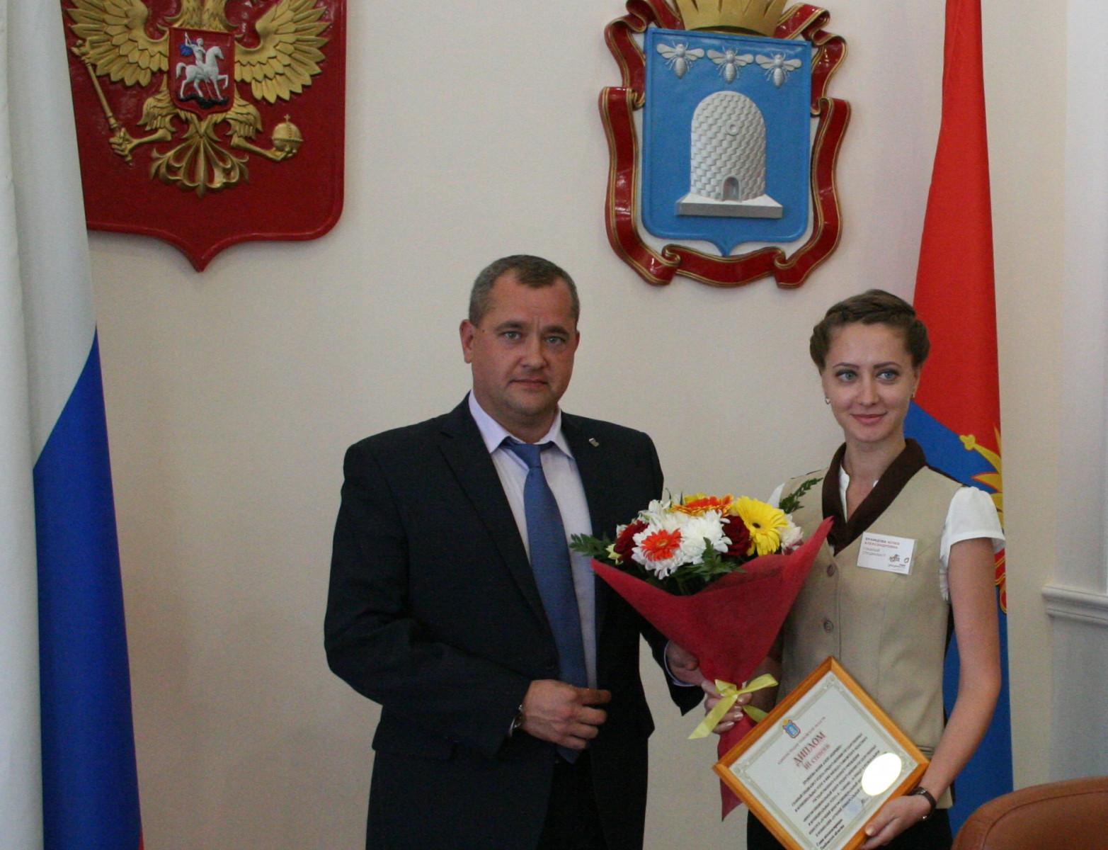 Первый вице-губернатор Олег Иванов наградил победителей конкурса «Лучший многофункциональный центр Тамбовской области» 2017 года