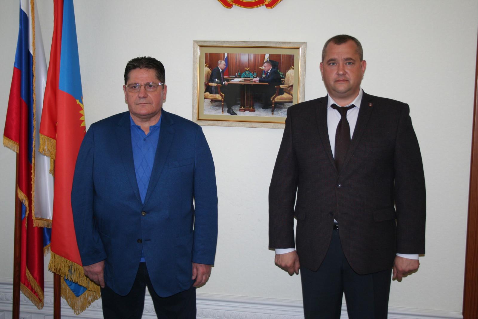 Первый вице-губернатор Олег Иванов встретился с легендарным советским хоккеистом Сергеем Макаровым