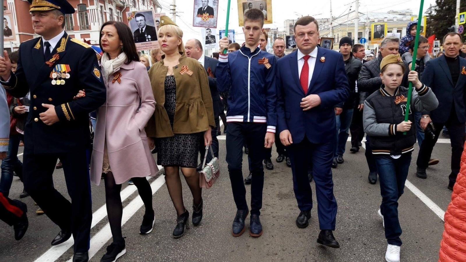 Александр Никитин прошел в колонне «Бессмертного полка» по улицам Тамбова