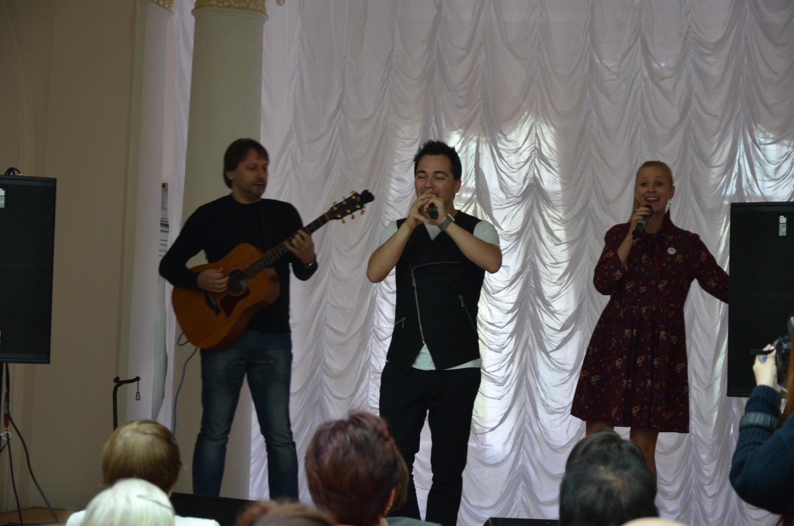 В Тамбове для одиноких пожилых людей спел Родион Газманов