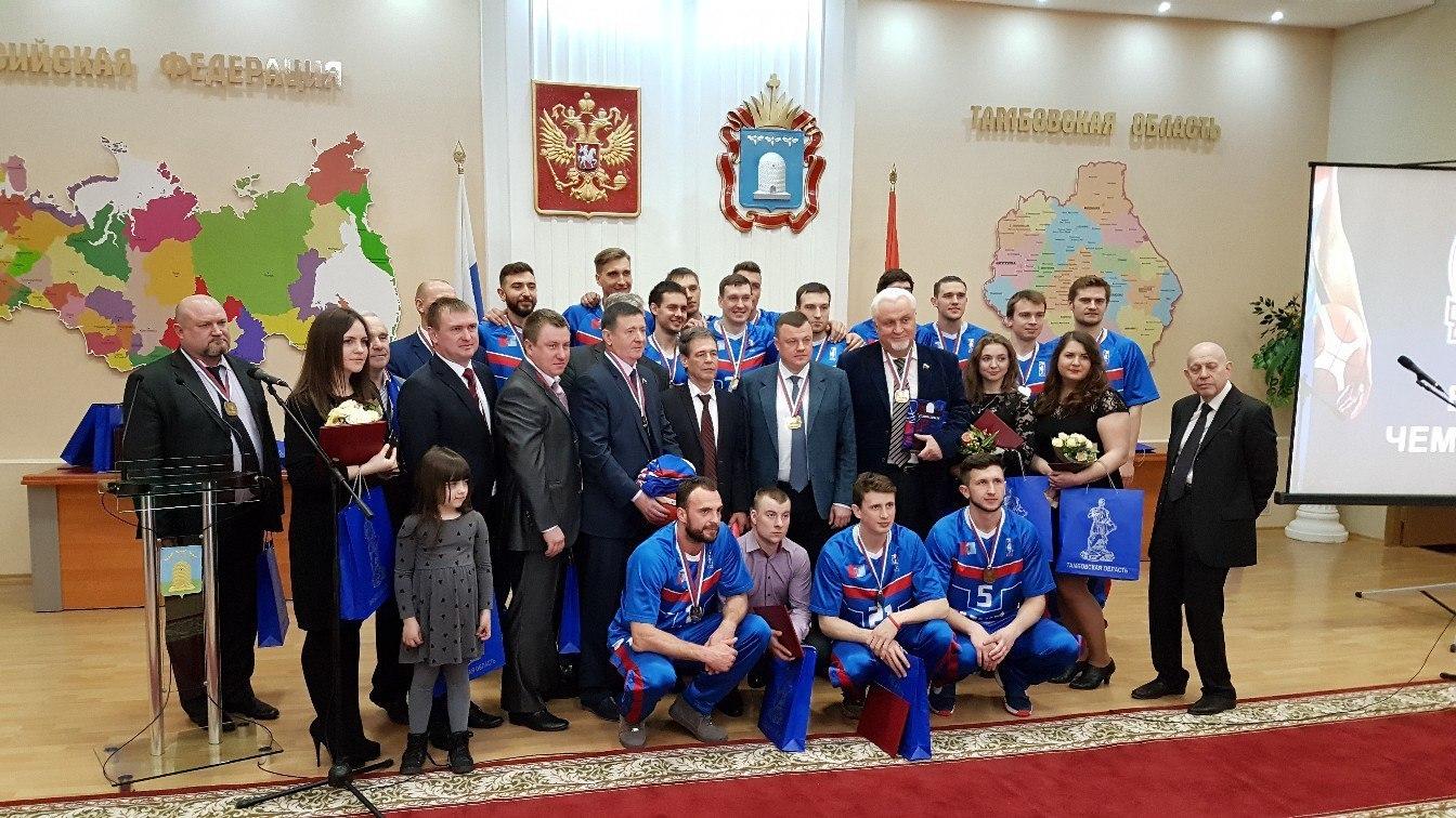 Александр Никитин вручил золотые медали чемпионата России тамбовским баскетболистам