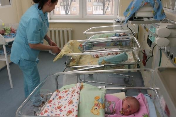Минтруд России запустил опрос о мерах по повышению рождаемости