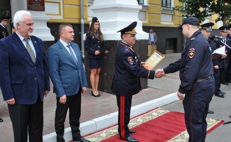 Александр Никитин поздравил сотрудников патрульно-постовой службы