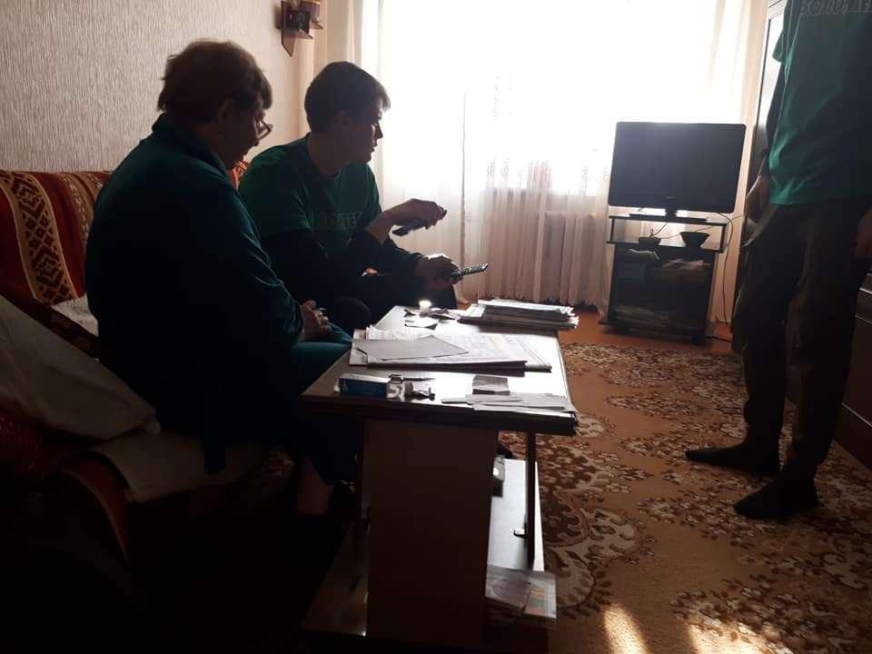 Волонтёры в Тамбове помогают пенсионерам перейти на цифровое телевидение