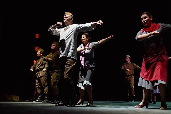 Актеры драмтеатра от себя поздравили тамбовчан с Днем Победы