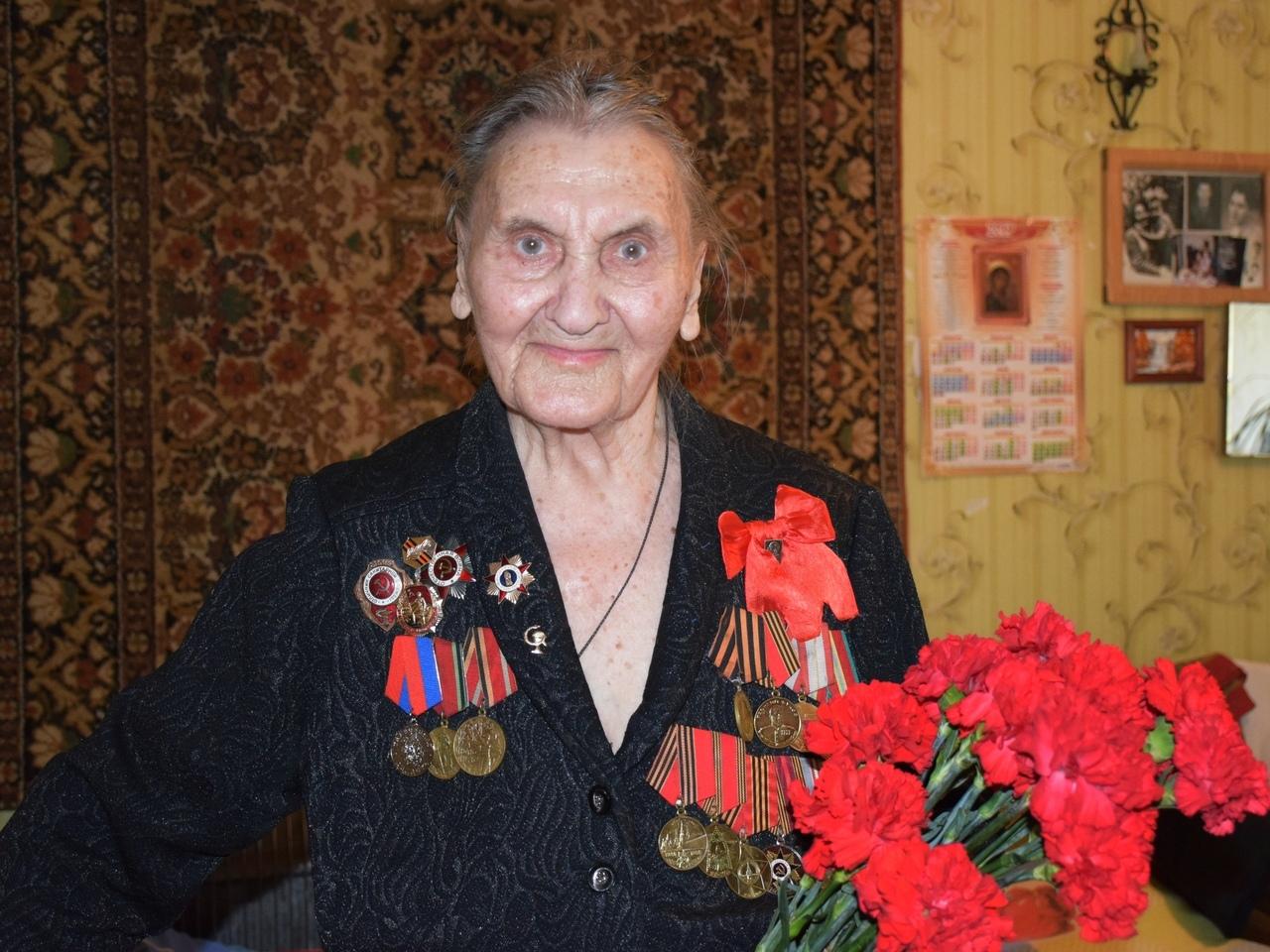 Тамбовским ветеранам Великой Отечественной войны вручили сладкие подарки