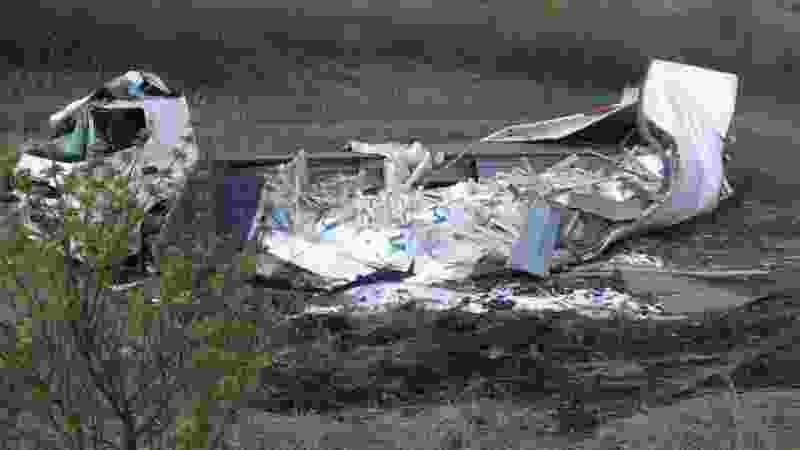 В Тамбовской области фура с реагентами упала с моста и перевернулась