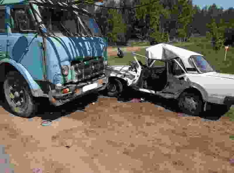 В Тамбовской области семёрка с пожилыми супругами врезалась в грузовик: водитель погиб