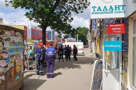 В здании на улице Носовской рухнула часть крыши: есть пострадавшие