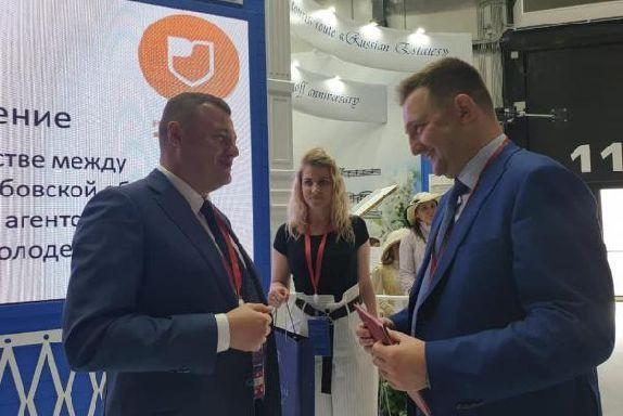 Александр Никитин подписал соглашение о сотрудничестве с Федеральным агентством по делам молодежи
