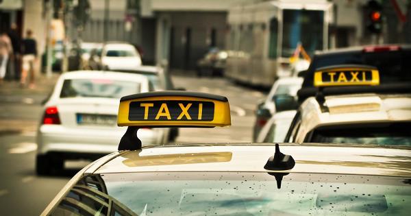 Опрос: зачтопассажиры ставят таксистам высокие оценки