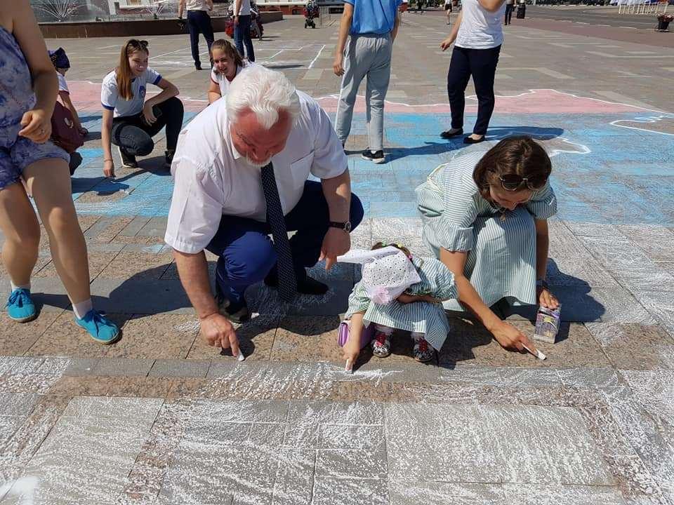 Тамбовчане нарисовали 25-метровую карту России на площади Ленина