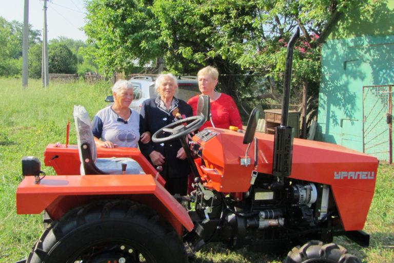 Тамбовчанка получила трактор от президента