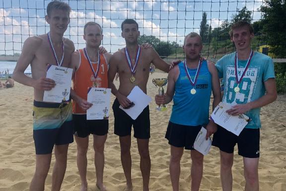 """Тамбовские """"пляжники"""" отметили День города волейбольным турниром"""