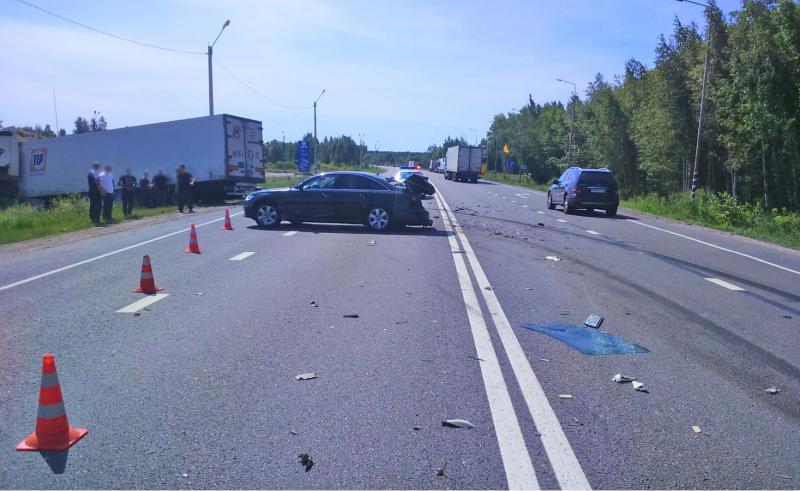 В Первомайском районе грузовик столкнулся с легковушкой