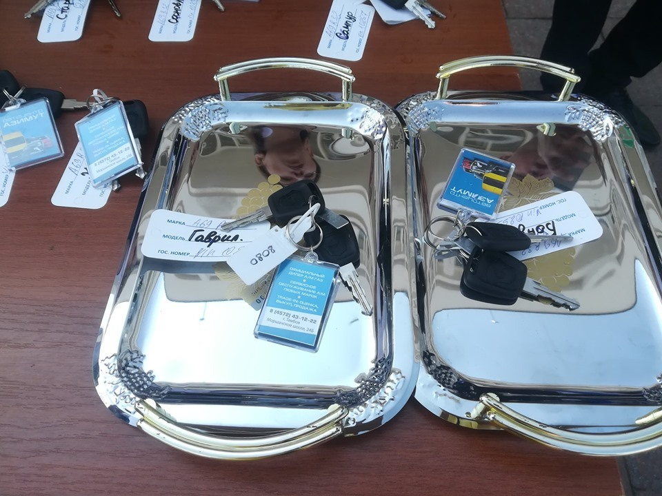 """В Тамбове районным соцслужбам вручили ключи от автомобилей """"Мобильных бригад"""""""