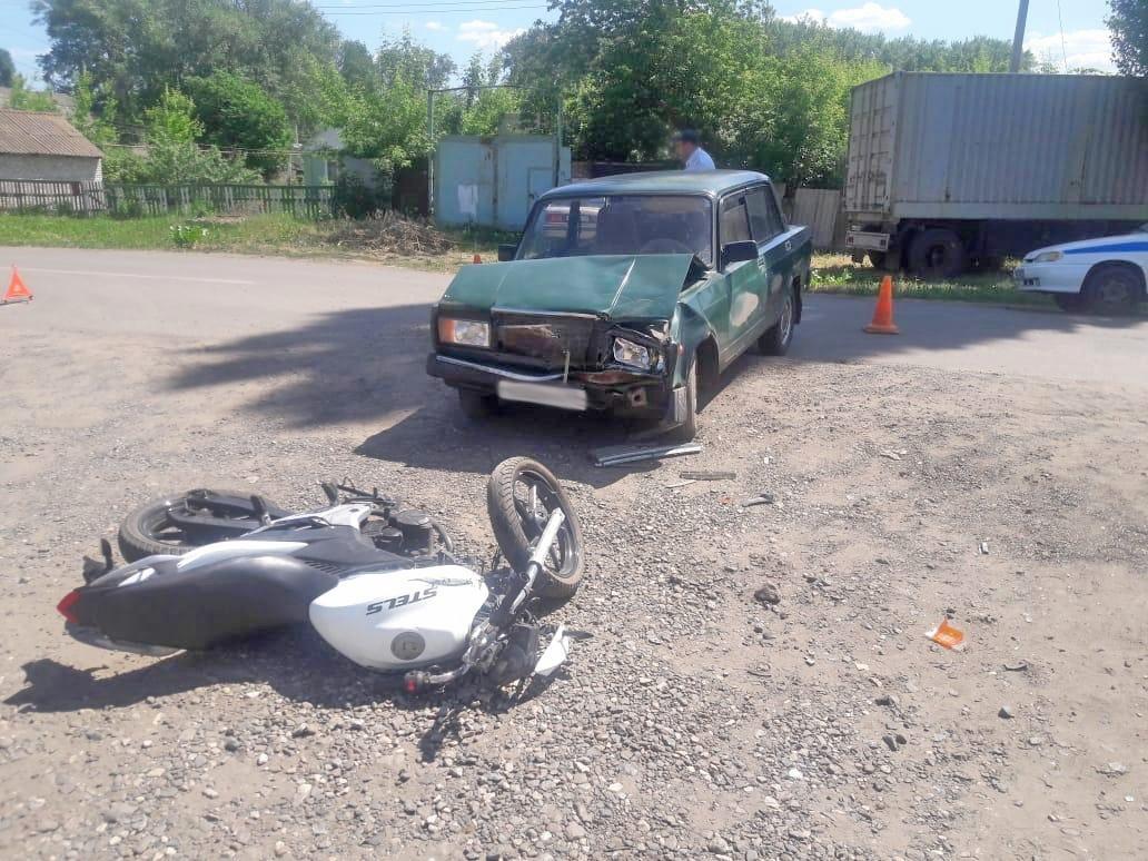 """Водитель """"семёрки"""" сбил 16-летнего мотоциклиста"""