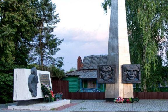 Жители села Бондари просят установить памятник земляку-герою