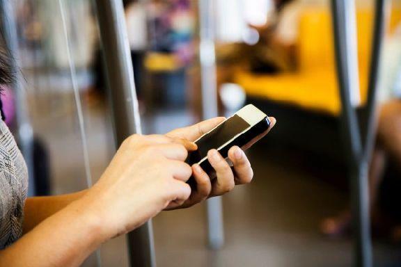 Кондуктор отобрал телефон у пассажира и стал требовать удостоверение на транспортную карту