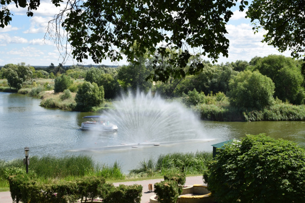 На Цне заработали речные фонтаны