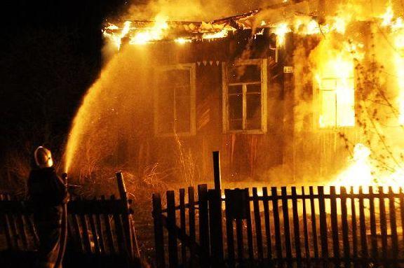 Семейная пара погибла при пожаре в частном доме в Тамбове