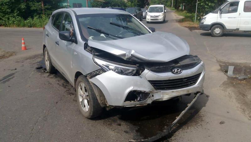 В Мичуринске в ДТП пострадали таксист и его пассажир