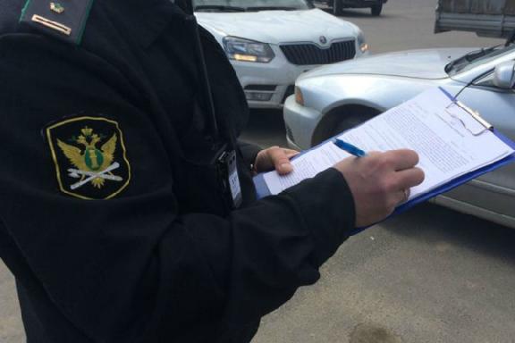 В Мордовском районе на автомобиль должника наложили арест