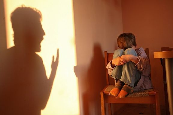 В России хотят создать чёрный список приёмных родителей и опекунов