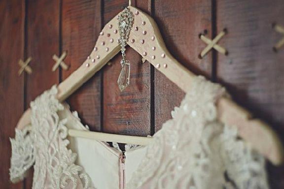 В Тамбове мошенник выманил все деньги у продавца свадебного платья