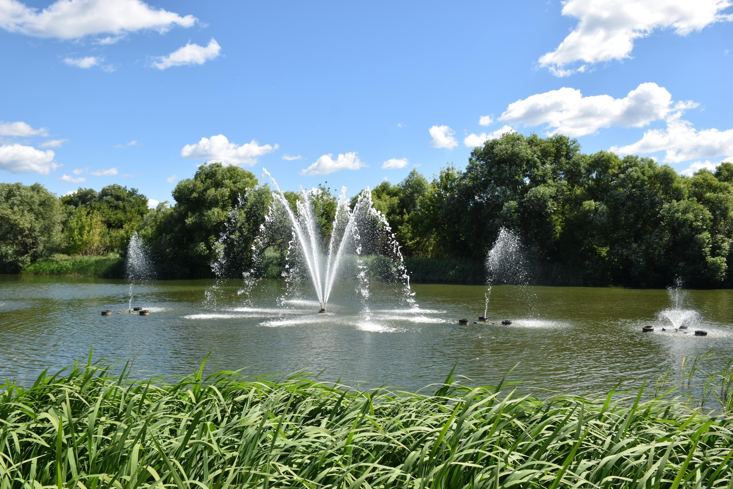 В Тамбове на Набережной спустя почти год опять заработали фонтаны на Цне