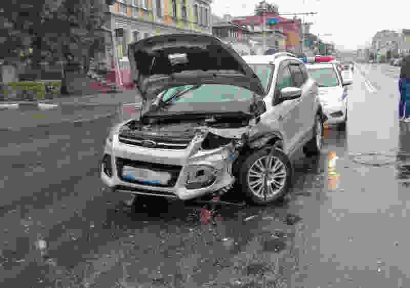В Тамбове при столкновении двух легковушек пострадала 17-летняя девушка
