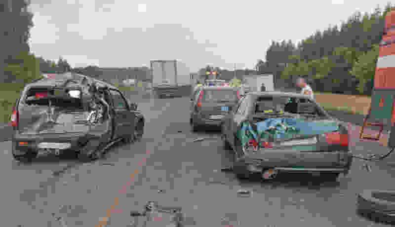 В Тамбовской области фура протаранила колонну машин и перевернулась в кювет: есть пострадавшие