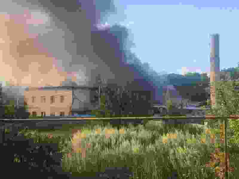 В Тамбовской области горит здание, принадлежащее заводу «Мичурино Молоко»