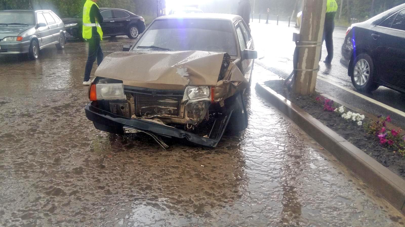В Тамбовском районе при столкновении двух машин пострадали водитель и ребенок