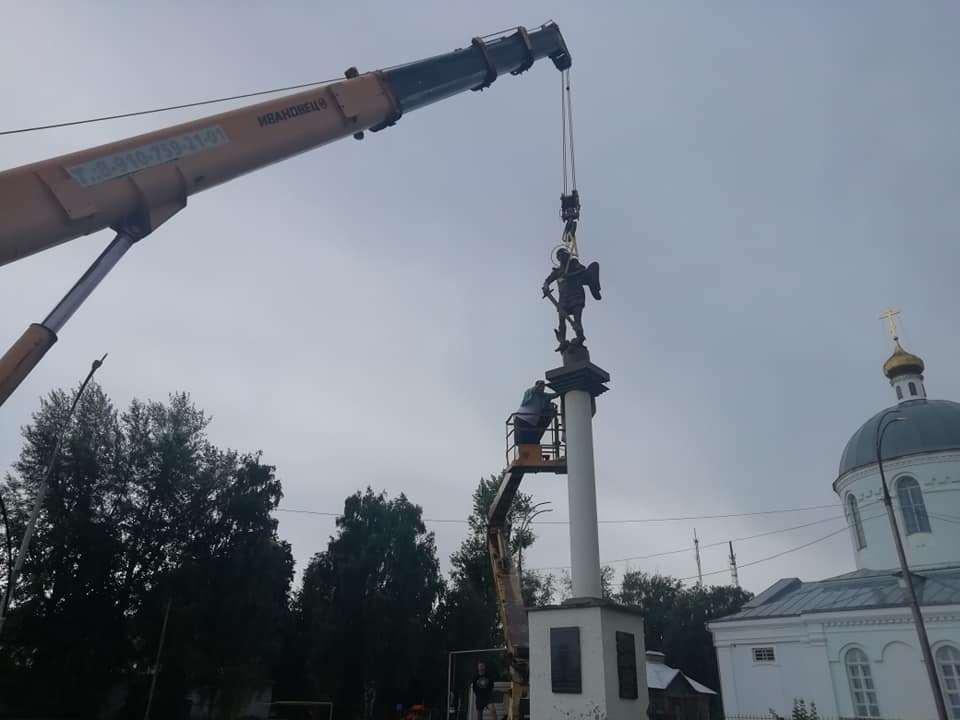 В Уварово установили новый памятник Архангелу Михаилу