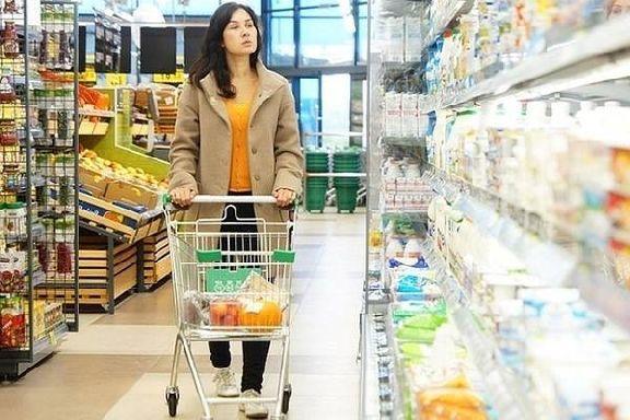 Роспотребнадзор проверяет магазины на соблюдение правил продажи молочной продукции