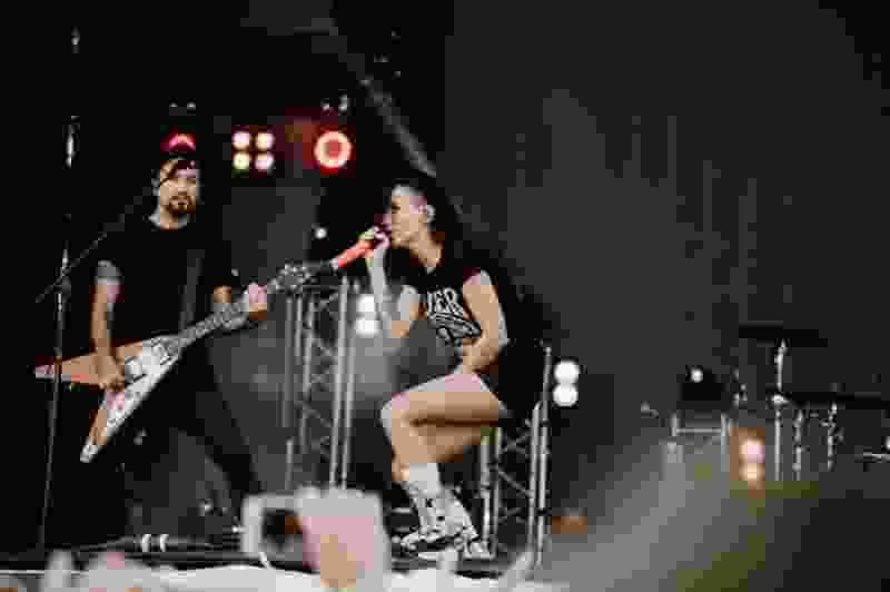Со сцены «Чернозёма» вокалистка «Louna» высказалась по поводу митинга 10 августа