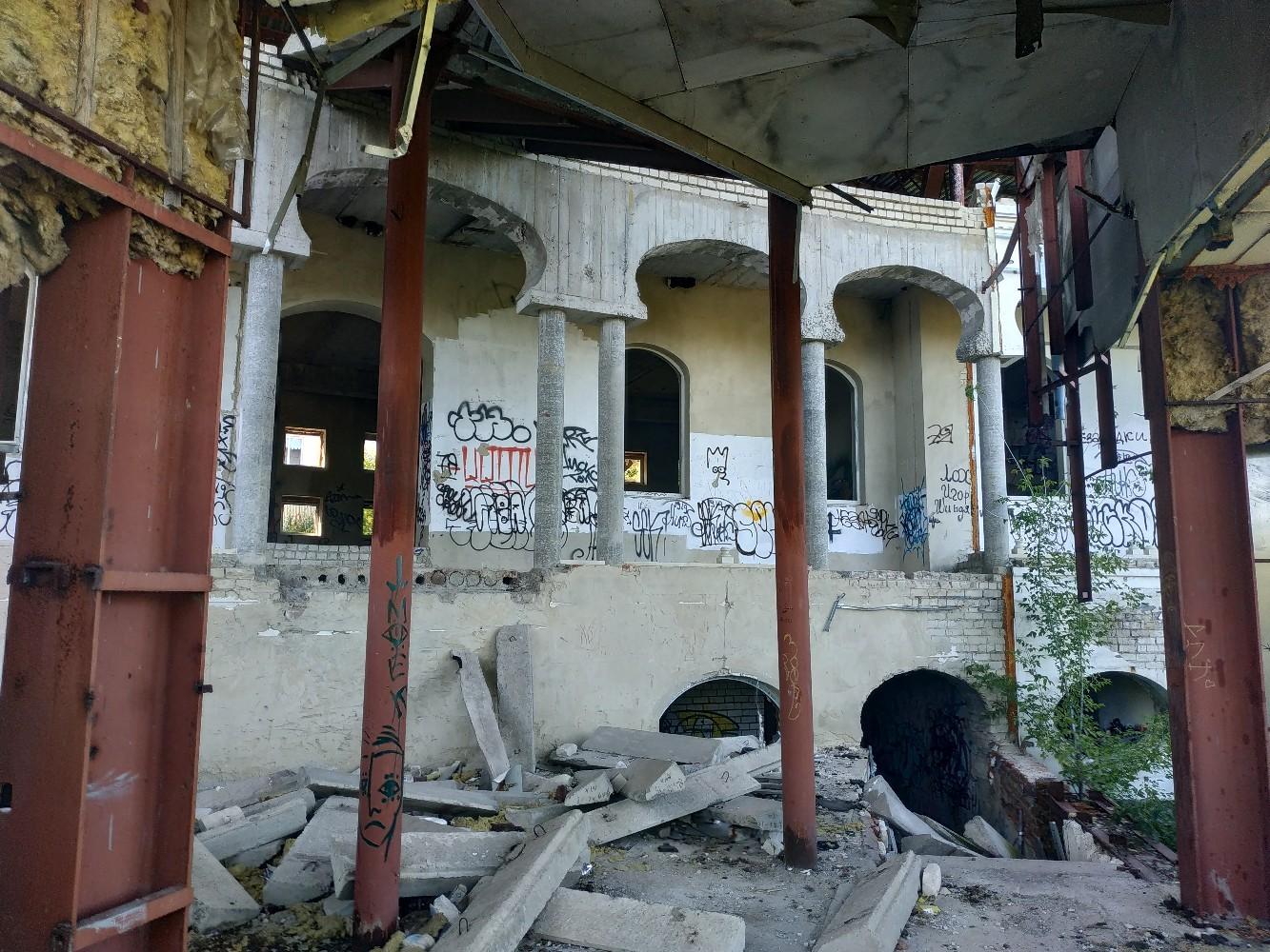 Строили, мечтали и наконец забыли: трёхэтажное кафе на берегу Цны в Тамбове