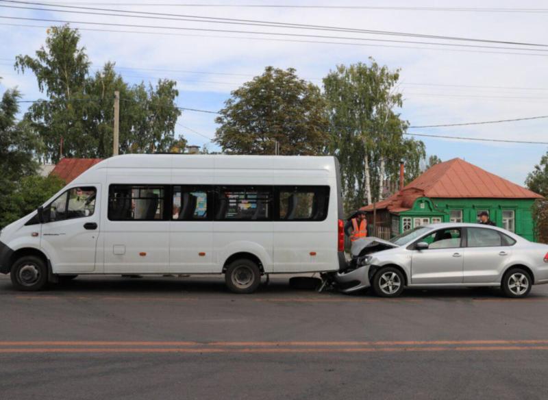 В ДТП с участием маршрутки на улице Делегатской пострадала 59-летняя женщина