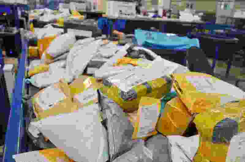 В Тамбовской области начальник почтового отделения накупила товаров в интренет-магазинах на 300 тысяч рублей из кассы