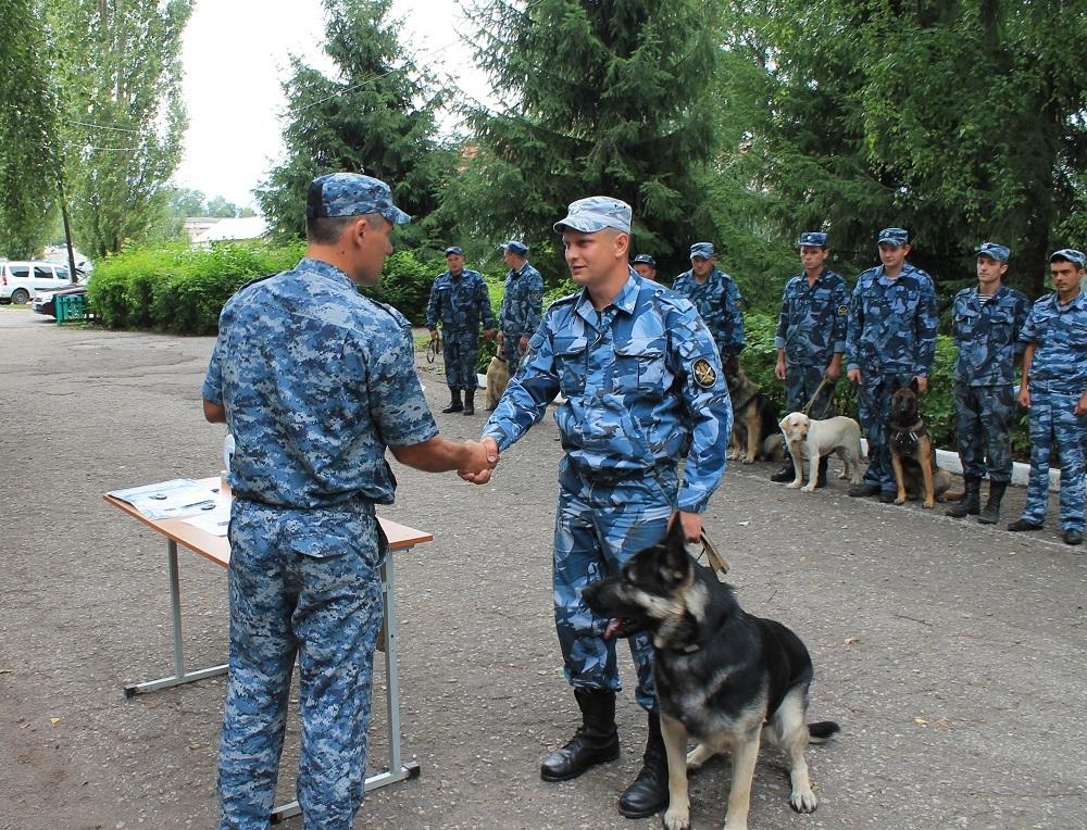 В Тамбовской области прошёл смотр-конкурс кинологов со служебными собаками УФСИН