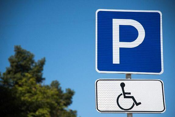 Минтруд предлагает предоставить бесплатную парковку инвалидам III группы