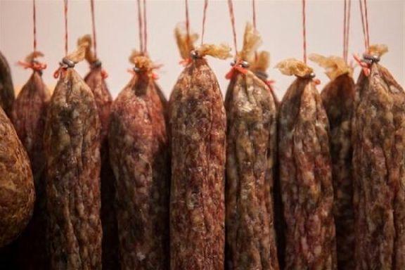 """В магазине """"Бегемот"""" нашли нарушения при продаже колбасы"""