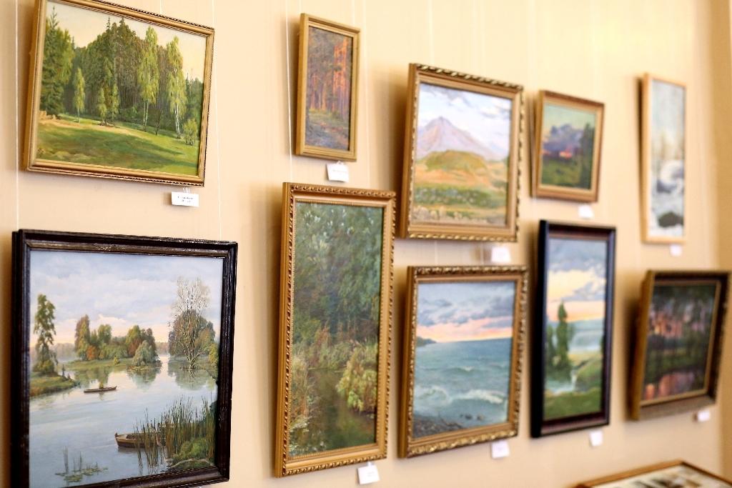 В Мичуринске открылась выставка в честь 85-летнего юбилея художника