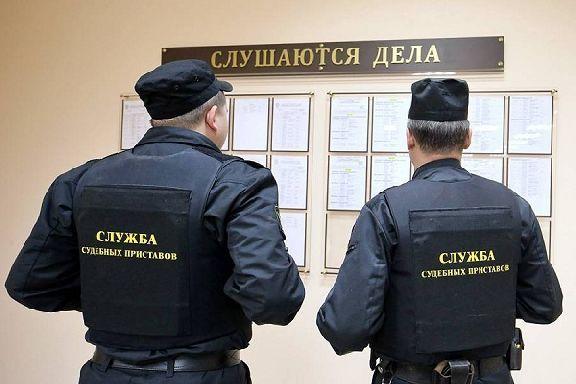 В Мичуринске у предприятия-должника приставы арестовали три автомобиля и оргтехнику