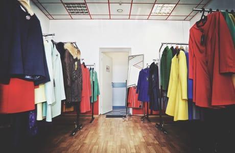 В одном из магазинов Тамбовской области было украдено тёплое пальто