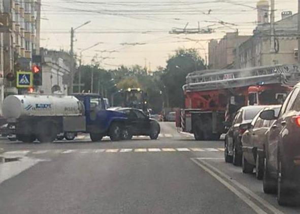 В Тамбове по пути на Студенецкую, где погибла пенсионерка, пожарная машина попала в ДТП