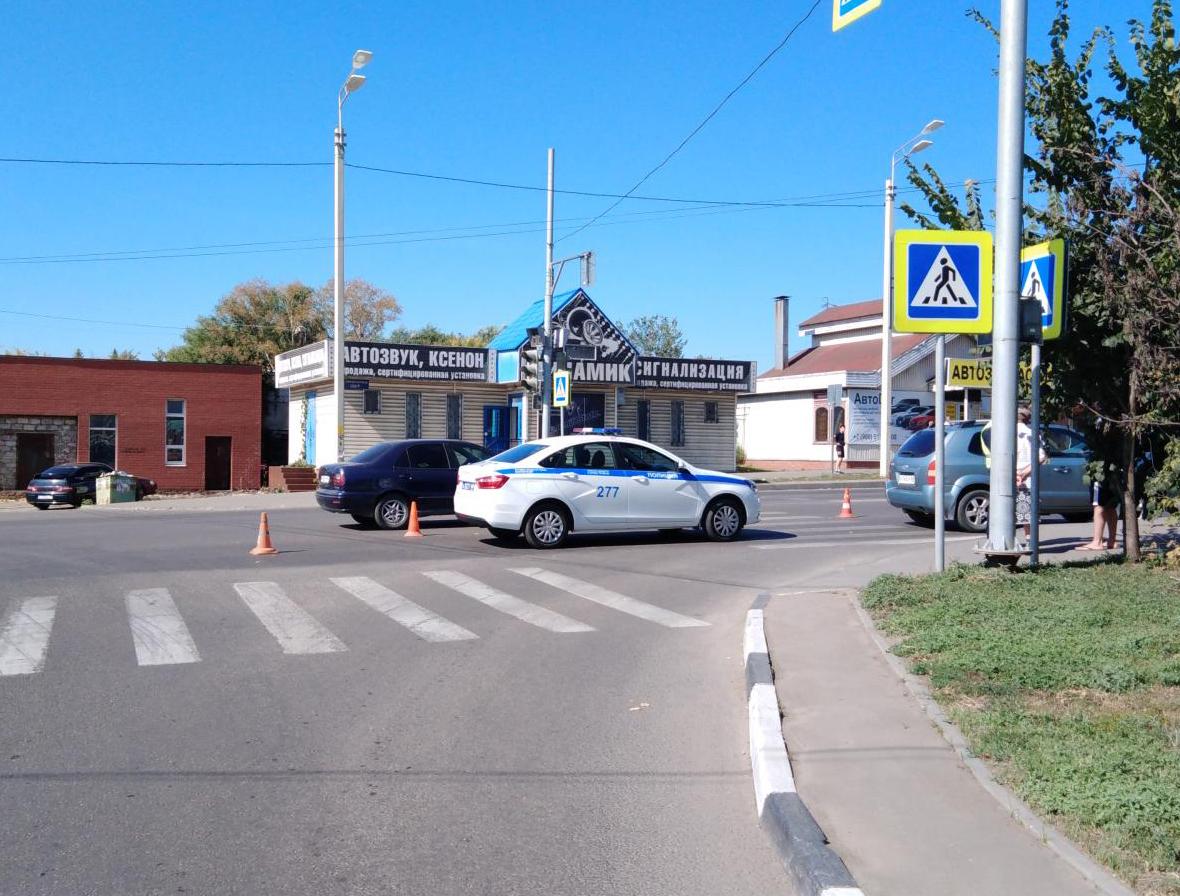 В центре Тамбова водитель иномарки сбил женщину на пешеходном переходе
